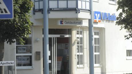 Die Filiale der VR-Bank Neu-Ulm in Gerlenhofen soll geschlossen werden. Bürger sammeln deshalb Unterschriften für den Erhalt der Zweigstelle.