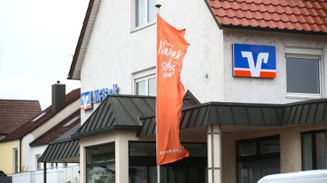 Die VR-Bank Neu-Ulm will die Filiale in Burlafingen abreißen und durch einen Neubau ersetzen. Diese Pläne wurden vorerst durchkreuzt.