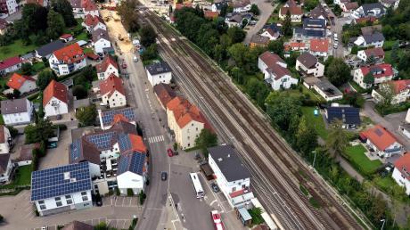 Das Areal um den Bahnhof in Senden soll schöner und praktischer gestaltet werden. Ab dem Jahr 2022 wird der Steg über die Gleise gebaut.