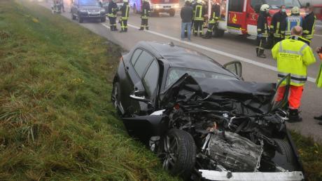 Bei einem Unfall am Elchinger Kreuz ist ein 43 Jahre alter Autofahrer ums Leben gekommen.
