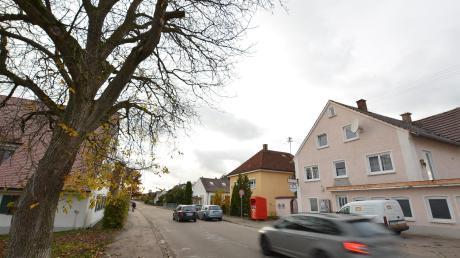 Bürger haben sich auf der Bürgerversammlung in Aufheim über so manche Verkehrssituation beschwert. Thema waren auch parkende Autos in der Uffholtzer Straße.