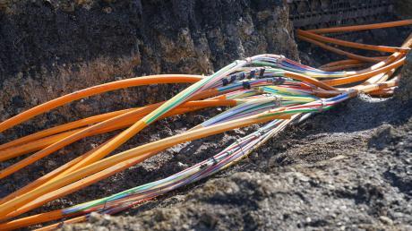 Der Untermeitinger Gemeinderat holt verschiedene Angebote zum Glasfaserausbau ein.