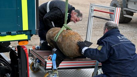Die entschärfte Bombe wird nun zum Kampfmittelbesitigungsdienst nach Sindelfingen gebracht.