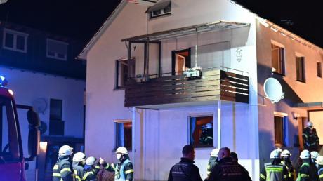 Eine Bewohnerin musste mithilfe einer Drehleiter aus dem Gebäude gerettet werden.