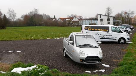 Auf diesem Areal am westlichen Ortsrand Holzheims plant das Autohaus Weiß sein neues Betriebsgelände.