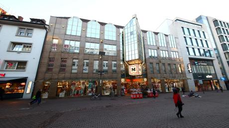 Ein Magnet der Ulmer Fußgängerzone ist weiter geöffnet: das Müller-Kaufhaus in der Hirschstraße. Das Unternehmen des Ulmer Milliardärs wehrte sich bereits im Frühjahr juristisch gegen eine Teilschließung – mit Erfolg.