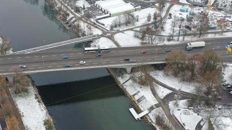 Wie breit wird der Neubau der Adenauerbrücke?