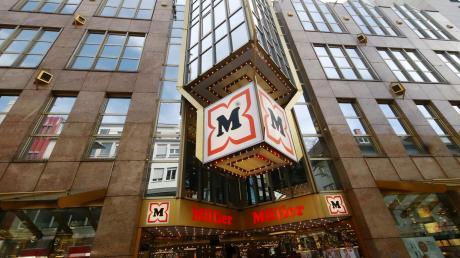 Fein raus: Die Drogeriemarktkette Müller darf ihre Kaufhäuser – wie hier in der Ulmer Hirschstraße – komplett öffnen. Die Kritik daran reißt nicht ab.