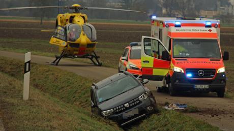 Aus bisher unklarer Ursache verlor ein sechzigjähriger Autofahrer zwischen Weißenhorn und Senden die Kontrolle über sein Fahrzeug und kam nach links von der Fahrbahn ab.