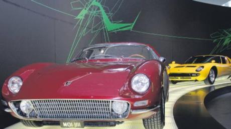 Lange verschollen steht er nun bis Juli im Audi Museum Mobile: Der Lamborghini GT 400 Monza. Dahinter der Wagen, den ganze Generationen aus ihrem Quartettspiel als König aller Klassen kennen: Der Lamborghini Miura.