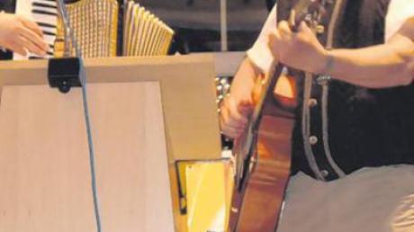 Eingeleitet wurde der Abend von Hans und Xaver Wegele mit dem Unterbaar-Lied zum Mitsingen.