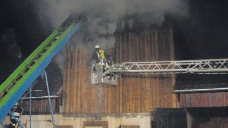 Der letzte Nagel war gerade erst eingeschlagen und schon verwüstet ein Feuer die neu gebaute Holzvergaseranlage auf einem Hof in Haselbach.