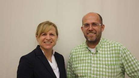 Auf eine gute Zusammenarbeit: THW-Geschäftsführerin Petra A. Blechinger gratulierte dem neuen Ortsbeauftragten Erwin Dittenhauser zur Wahl.