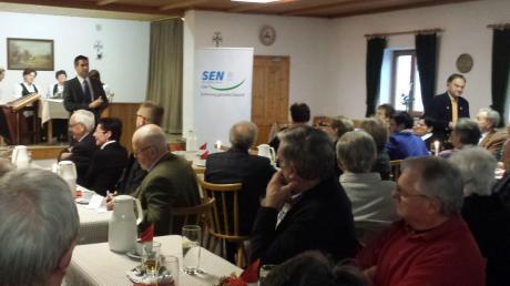 CSU-Landratskandidat Roland Gaßner (am Redepult) sprach in Schönesberg zu den Mitgliedern der Senioren-Union.