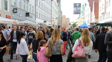 Der verkaufsoffene 3. Oktober hat immer zahlreiche Menschen in die Ingolstädter Innenstadt gelockt. Deshalb wünschen sich die Händler mehr solche Angebote.