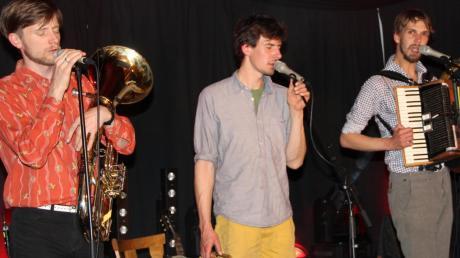 """Die Gruppe """"Kofelgschroa"""" begeisterte die Besucher in Schönesberg nach 2014 auch jetzt wieder mit ihrer Volksmusik der bisschen anderen Art."""