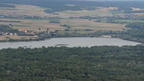 Das Gebiet des Flutpolders Bertoldsheim in der Variante Süd breitet sich auf der Burgheimer Seite der Donau aus, im Bild rechts.