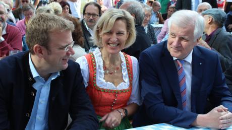 Entspanntes Zusammentreffen: MdB Reinhard Brandl, Europaabgeordnete Angelika Niebler und Ministerpräsident Horst Seehofer.