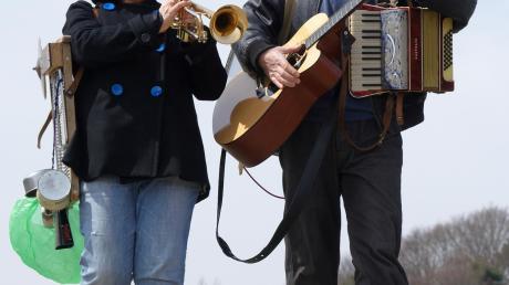 Herbert und Schnipsi treten in Neuburg auf.