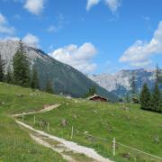 Auf einer Almhütte in Kärnten befinden sich acht deutsche Wanderer in Quarantäne, die sich mit dem Corona-Virus infiziert haben.