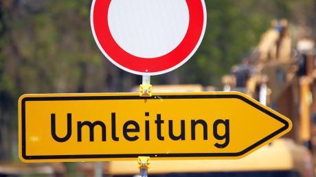 Wegen Bauarbeiten auf der B16 muss der Verkehr über das Donaumoos umgeleitet werden.