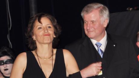 Ein Bild aus vergangenen Tagen. Christine Haderthauer mit Ministerpräsident Horst Seehofer beim Wohltätigkeitsball der CSU Neuburg. Sie tritt bei den nächsten Landtagswahlen nicht mehr an und er ist dann vielleicht schon in Berlin.