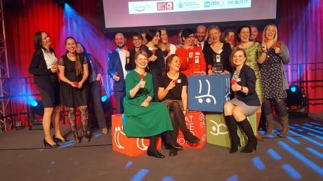 """Die Mitarbeiter von Integra erhielten in Köln überraschend auch den Sonderpreis """"Humor am Arbeitsplatz""""."""