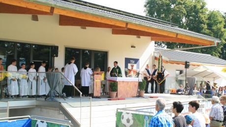 Copy%20of%20Bild_2_Segnung_Sportheim_TSV_Burgheim.tif