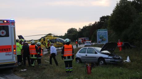 An der Neuburger Einmündung in die B16 ist Freitagabend ein junger Autofahrer aus Rain einem 39-Jährigen in die Fahrerseite geprallt.