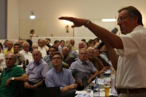 Bernhard Gmehling steht Bürgern Rede und Antwort