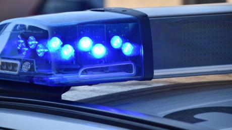 Eine Streife der Polizei bei einem Einsatz. (Symbolbild)