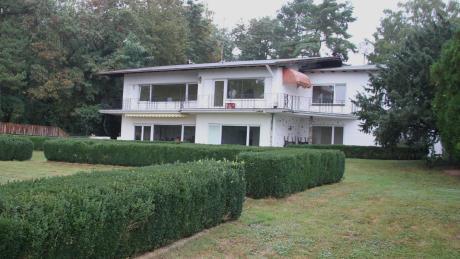 Das Gelände südlich von Wettstetten bietet auf 8000 Quadratmeter Grund ein sehr großes Haus, in dem Pfleger wie Tiere unterkommen werden.