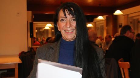 Gemeinwesensarbeiterin Gabriele Bauer stellte sich und ihre Arbeit während der Bürgerversammlung in Königsmoos vor. Sie kümmert sich um das Mehrgenerationenhaus in Klingsmoos.