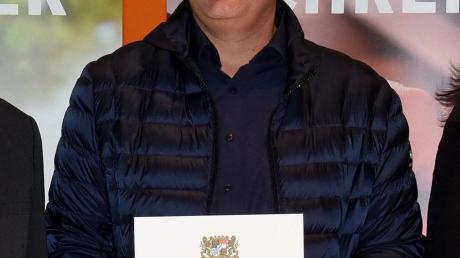Tobias Kugler aus Wagenhofen mit seiner Urkunde.