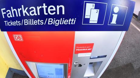 Was tun, wenn der Fahrkartenautomat kaputt ist? Bahnfahrer haben in diesem Fall bestimmte Rechte und Pflichten.