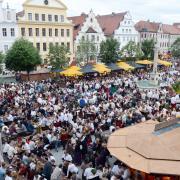 Copy%20of%20Schlo%c3%9ffest%2c_vollbesetzter_Karlsplatz%2c_1a(1).tif