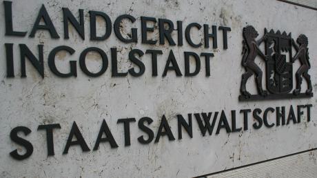 Am Landgericht Ingolstadt hat ein 42-Jähriger zugegeben, auf seinen 36 Jahre alten Nachbarn im Schrebergarten eingestochen zu haben.