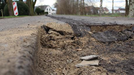 Straßenschäden sind im gesamten Donaumoos an der Tagesordnung. Was den Wegen in diesem Jahr besonders zugesetzt hat, war die enorme Trockenheit. Seißler prophezeit daher, dass Straßensanierungen der Gemeinde künftig viel Geld kosten werden.
