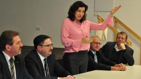 Staatsministerin Dorothee Bär besuchte Oberhausen. Links neben ihr Bürgermeister Fridolin Gößl, rechts Bundestagsabgeordneter Reinhard Brandl.