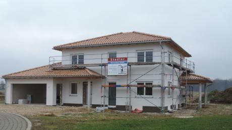 In Ballersdorf wurde bereits ein Baugebiet ausgewiesen, in Ergertshausen soll das nächste folgen. Und auch in Wagenhofen hat Bürgermeister Wigbert Kramer eine potenzielle bebaubare Fläche im Blick, die im Augenblick aber noch nicht der Gemeinde gehört.
