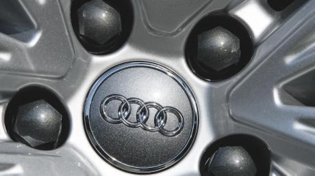 Ein Fliesenleger arbeitet nicht länger für bestimmte Berufsgruppen. Vor allem gegen Audi-Ingenieure hat er eine Abneigung entwickelt.