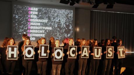 Die Schüler der Ludwig-Fronhofer-Realschule in Ingolstadt gestalteten das Gedenken an die Opfer des Nationalsozialismus.