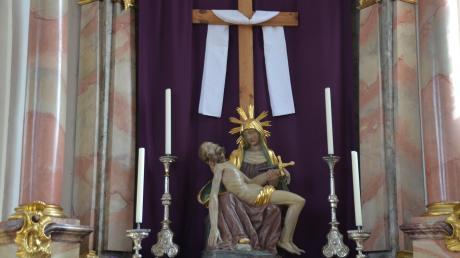 Ein Altar in der Fastenzeit. Die Predigten in Neuburg behandeln hitzige Themen.