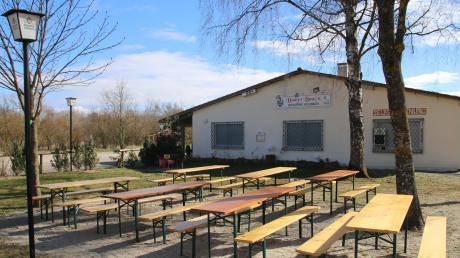 Eines von drei Lokalen im Weicheringer Naherholungsgebiet: Die Gaststätte zwischen den beiden Seen sollen grundlegend umgebaut werden.