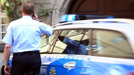 Die Polizei Ingolstadt hat einen Mann kontrolliert, der angetrunken Auto gefahren ist.