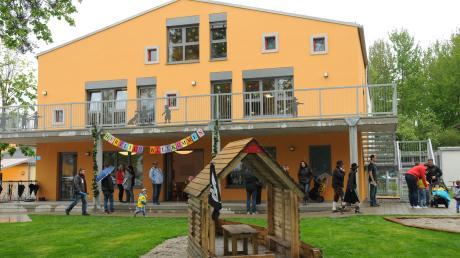 Mit dem Neubau des Kindergartens und der Kinderkrippe kann Königsmoos jetzt für 100 Prozent aller Kinder von 3 bis 6 Jahren und für 50 Prozent aller Kinder von sechs Monaten bis drei Jahren Betreuungsplätze anbieten.