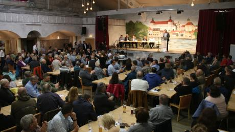 Das Interesse an der Informationsveranstaltung des Landratsamts zur PFC-Problematik war groß, der Saal im Sporthotel Rödenhof rappelvoll.