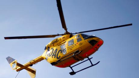 Bei einem Unfall in Titting-Petersbuch wird ein 58-Jähriger schwer verletzt. Er muss zum Klinikum Ingolstadt geflogen werden.