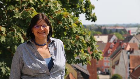 Tritt Kreisvorsitzende Karola Schwarz für die Grünen bei den Kommunalwahlen im kommenden Jahr in Neuburg noch einmal als OB-Kandidatin an? Die Entscheidung soll nach den Sommerferien fallen.