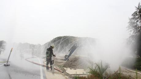 An der Weber-Kreuzung in Hepberg ist am Donnerstagvormittag bei Bauarbeiten Gas ausgetreten. Die Straße wurde für den Verkehr gesperrt.